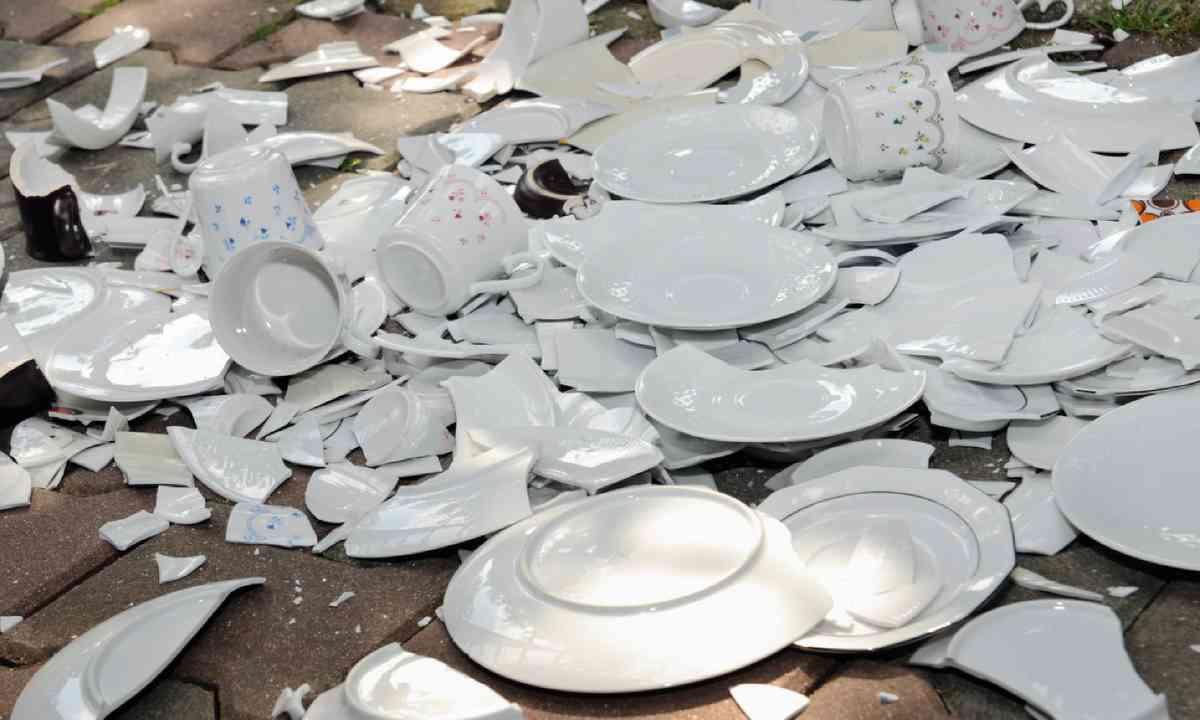 Broken plates (Shutterstock)