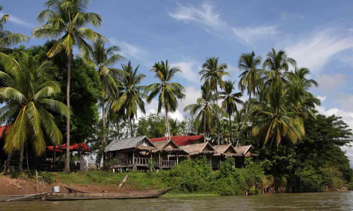 Village of Det Island, Si Phan Don (Dreamstime)