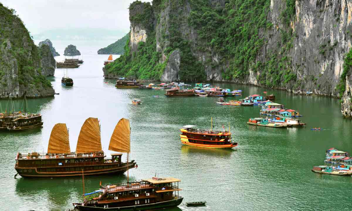 Tourist junks and floating village in Halong Bay (Shutterstock)