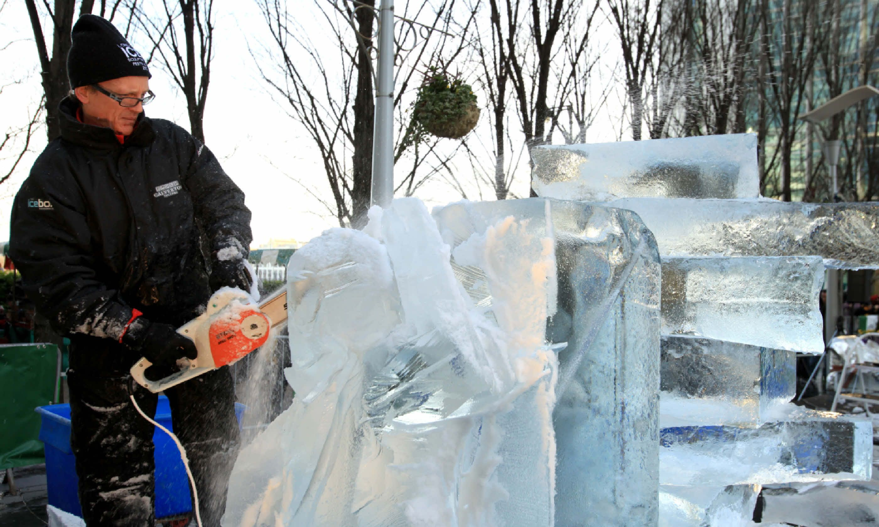London Ice Sculpting Festival (Shutterstock)