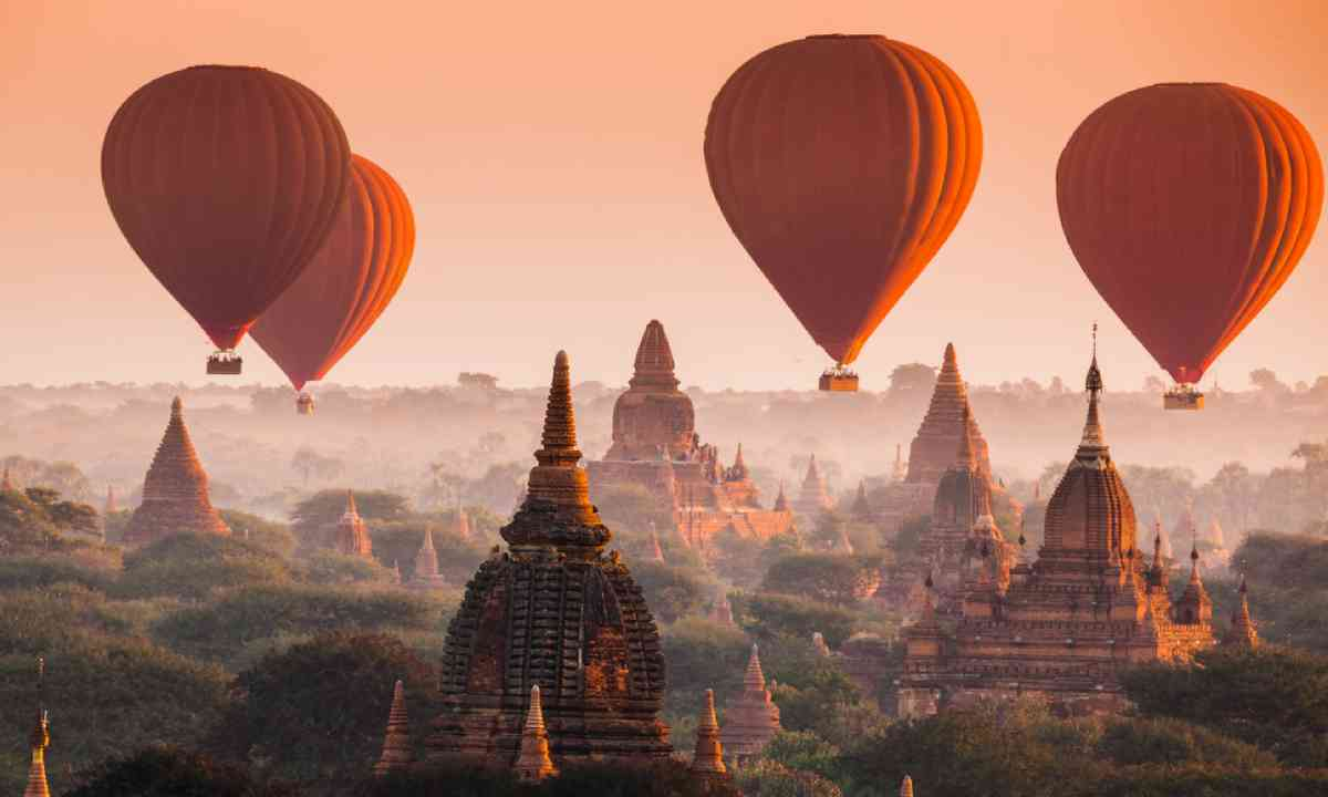Hot air balloon over plain of Bagan (Shutterstock)