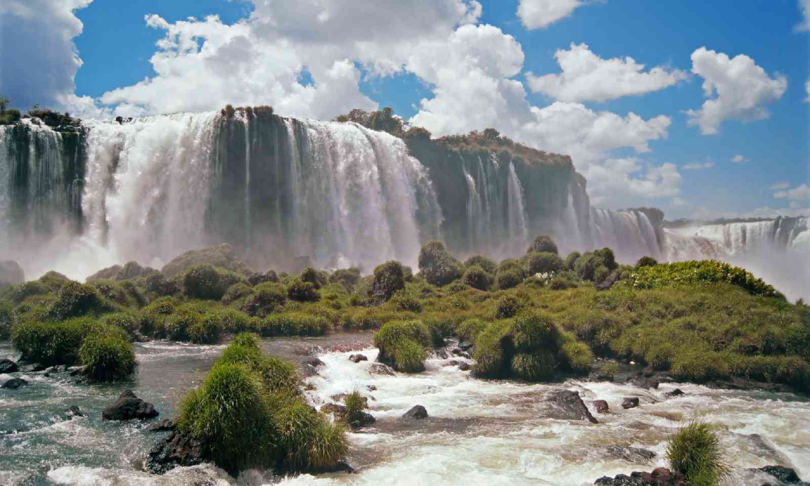 Iguazu Falls (Shutterstock)