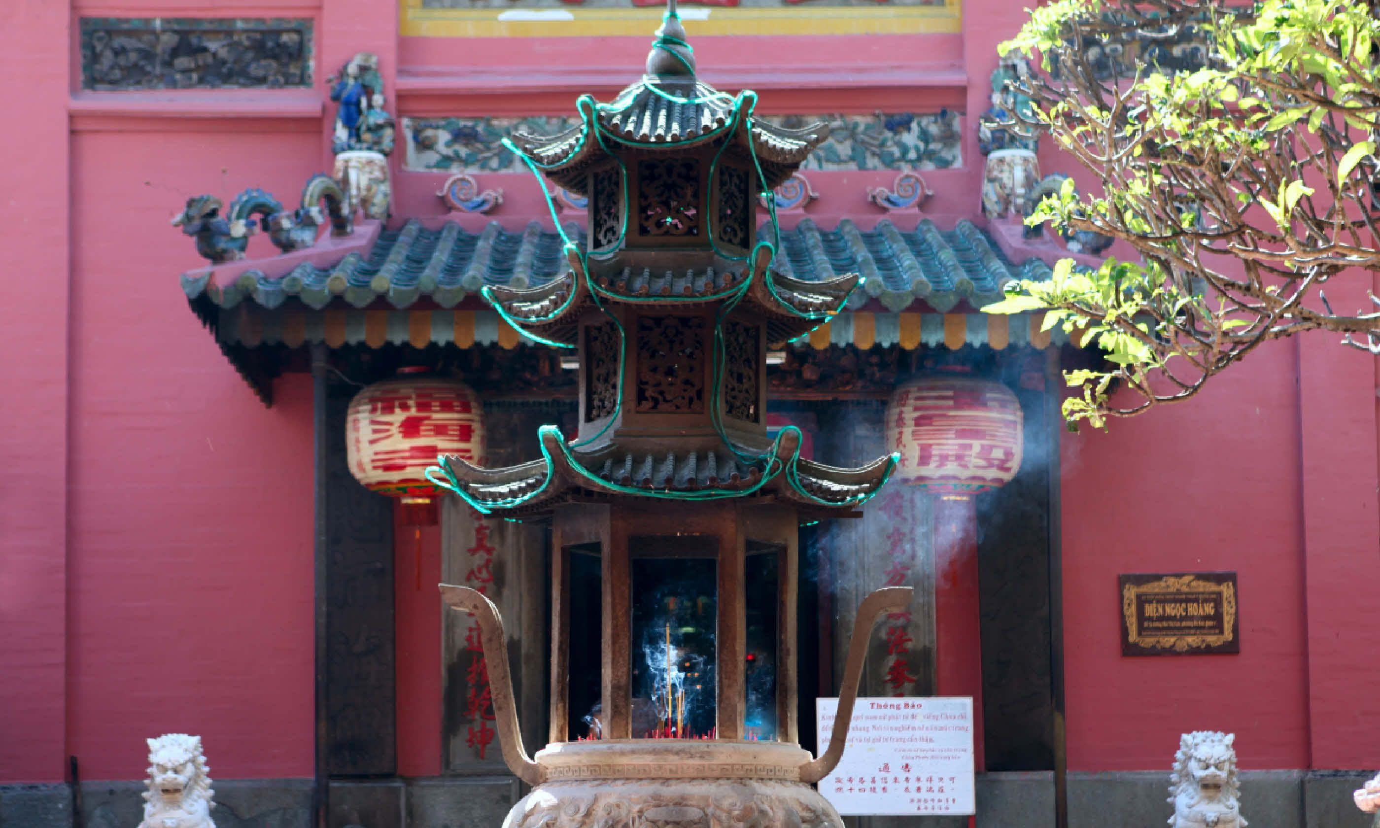 Jade Emperor Pagoda (Shutterstock)