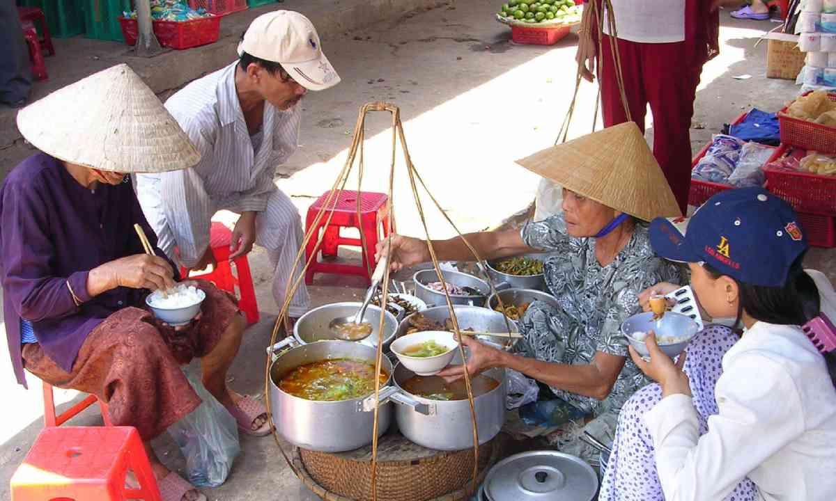 Street food vendor (Shutterstock)