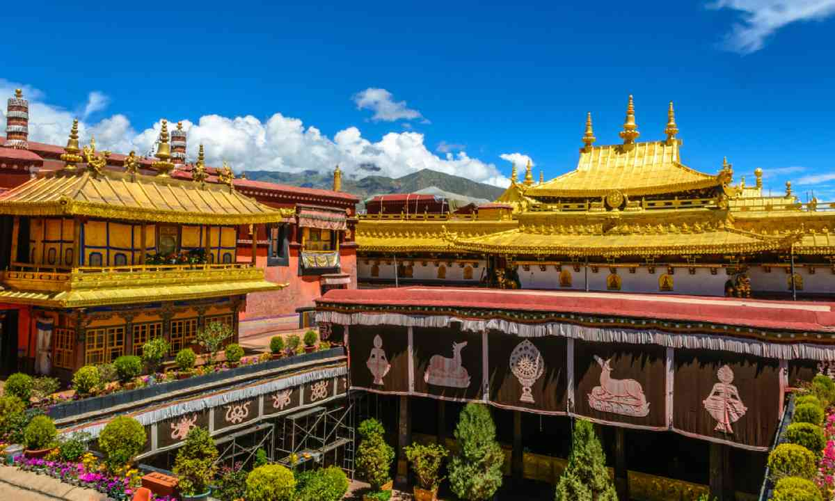 Jokhang Temple in Lhasa (Shutterstock)
