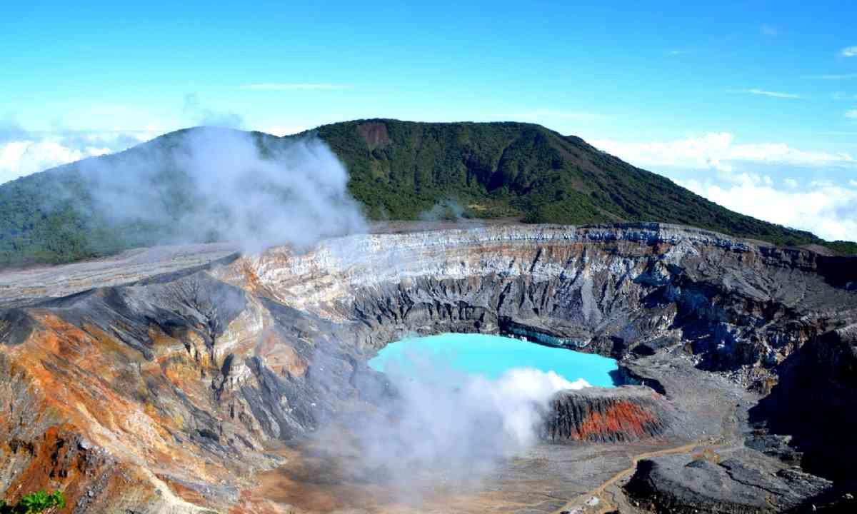 Poas volcano in Costa Rica (Shutterstock)
