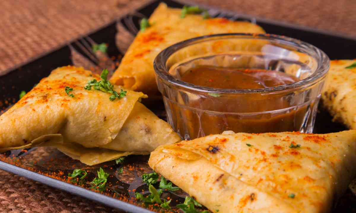 Arabic pastry triangles (Shutterstock)