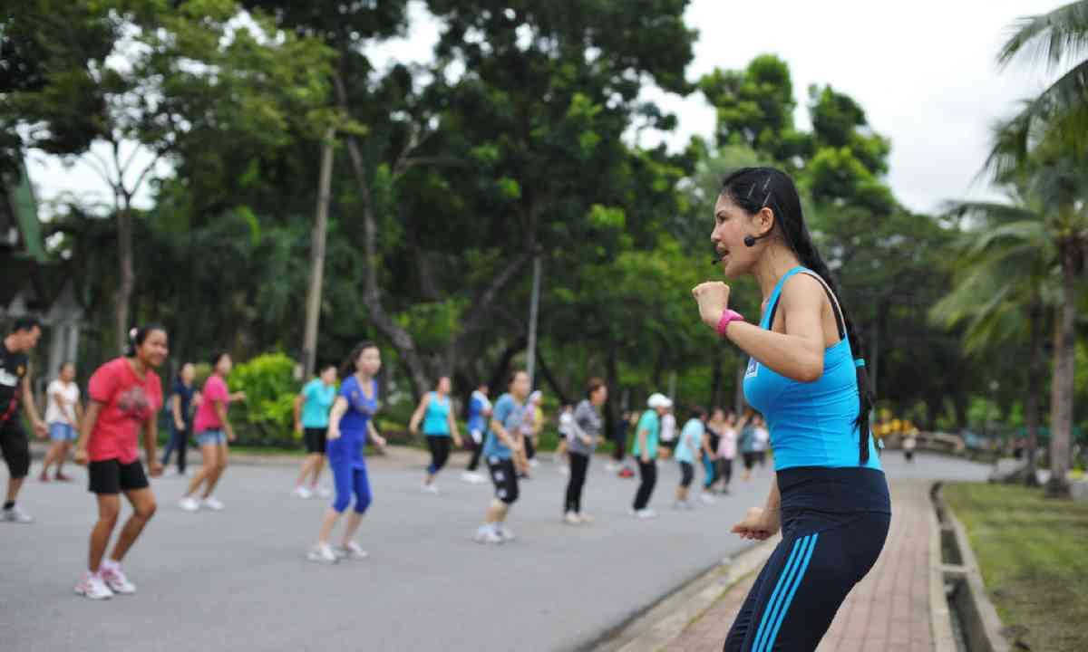 Aerobics in Lumpini Park (Shutterstock)
