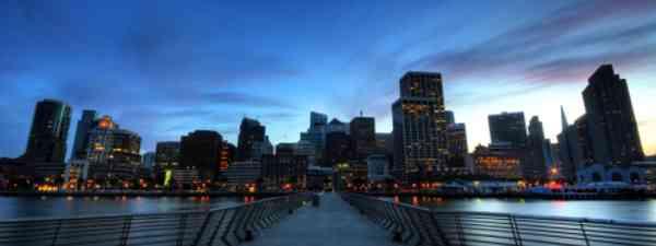 Take a walking tour around the city for free (El Frito)