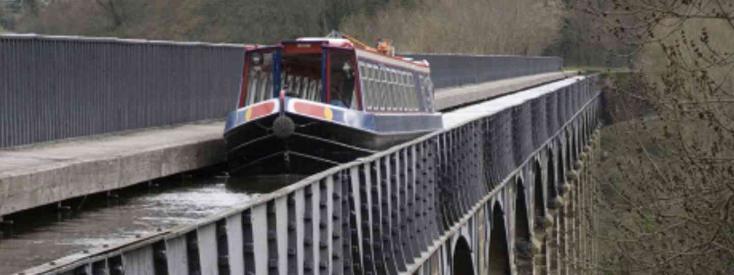 Drifting over the Pontcysyllte aqueduct in North Wales (iStock)
