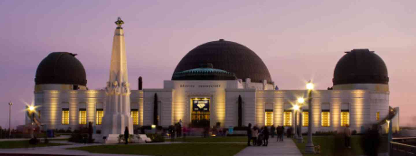 Griffith Park Observatory overlooks Los Angeles (Flickr: Pedro Szekely)