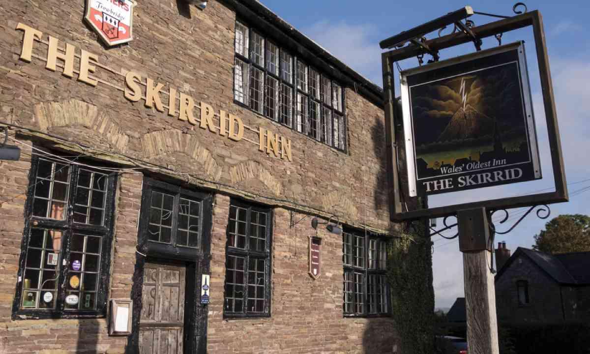 The Skirrid Pub (Shutterstock)