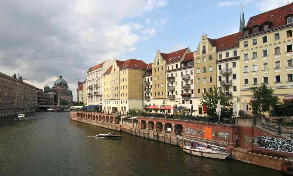 Spree river, with Berliner Dom (Shutterstock)
