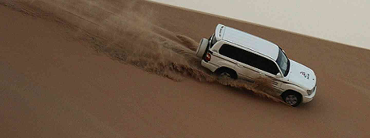 Dune bashing, Abu Dhabi (Flickr: jemasmith)