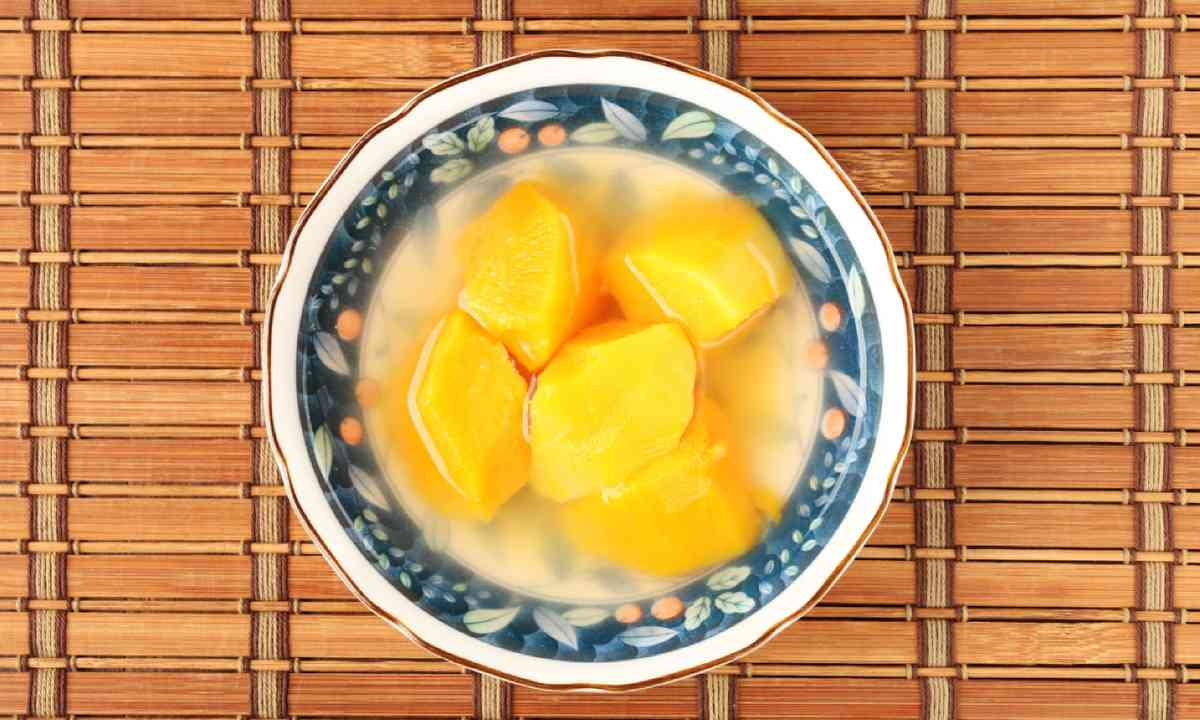 Chinese sweet potato dessert soup (Shutterstock)