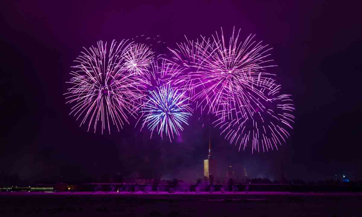 Fireworks over the city of St. Petersburg (Shutterstock)