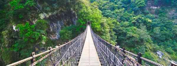 Suspension footbridge crossing Taroko Gorge National Park (Shutterstock)
