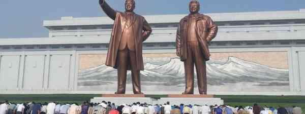 Leaders' Statues in Pyongyang (Henry Turner)