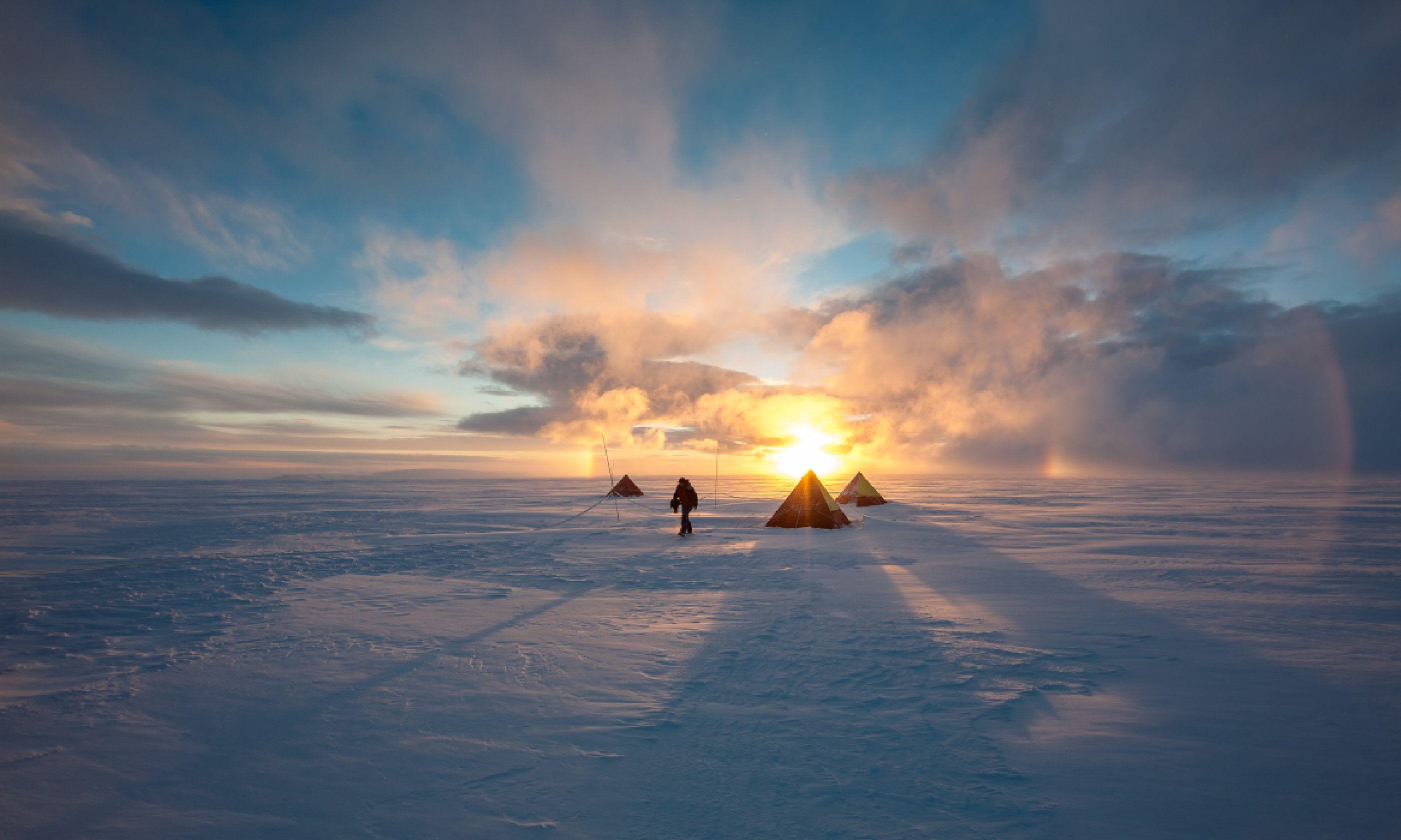 Antarctica field camp (Shutterstock)