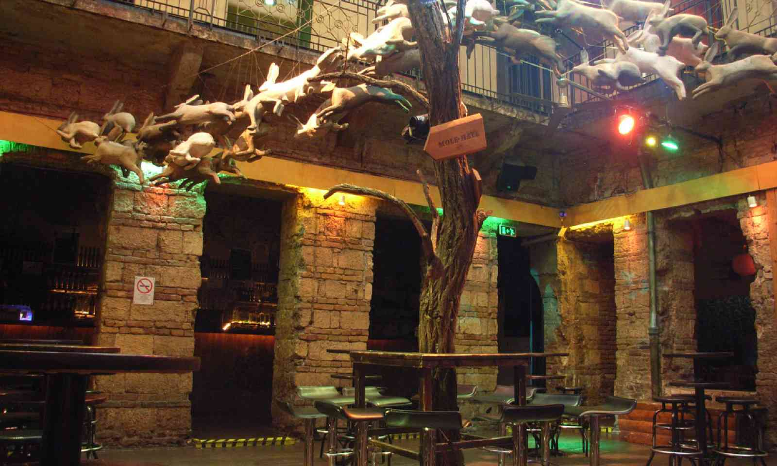 Instant pub (Flickr Creative Commons: JaSchau)