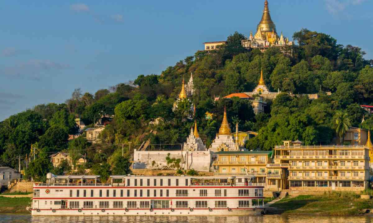 Cruise ship in in Sagaing, Myanmar (Shutterstock)