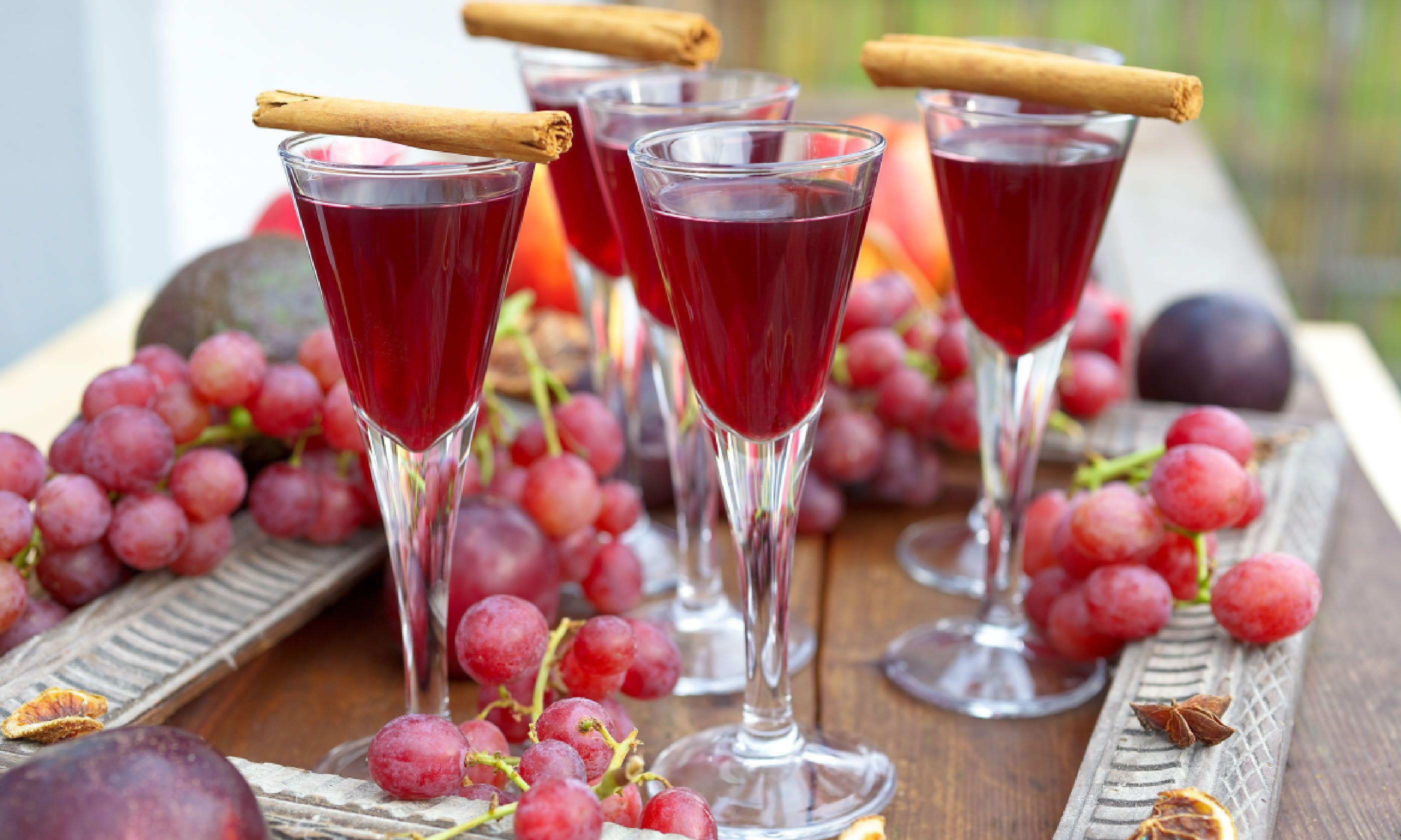 Spiced winter cocktail (Shutterstock)