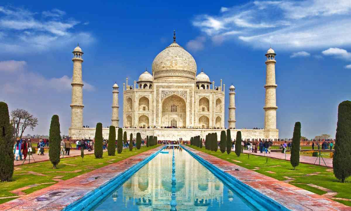 Taj Mahal (Shutterstock)