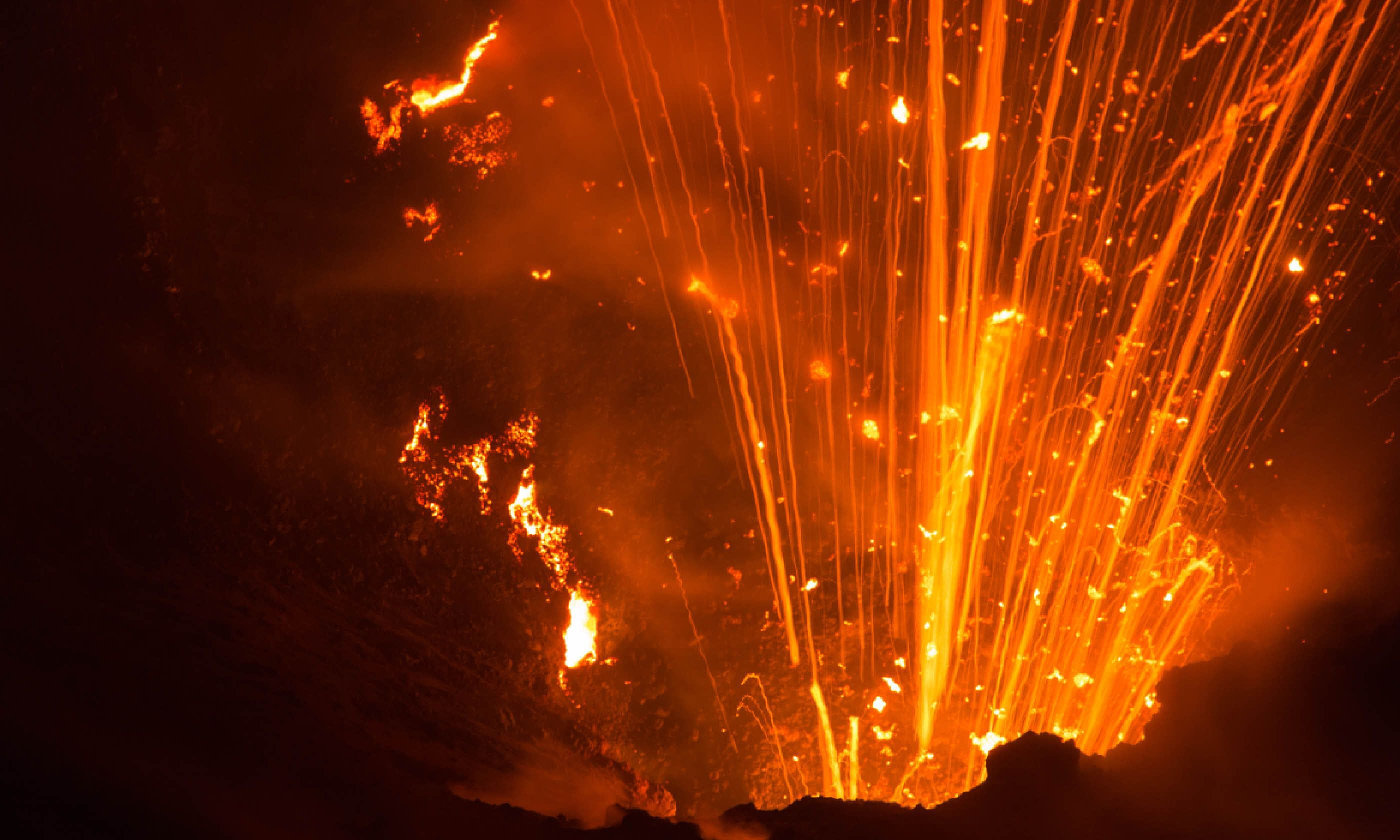 Volcano Yasur eruption (Shutterstock)