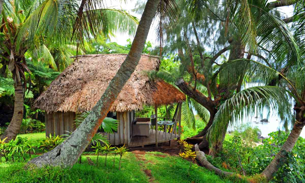 Cottage at the Bay of Port Resolution, Tanna, Vanuatu (Shutterstock)