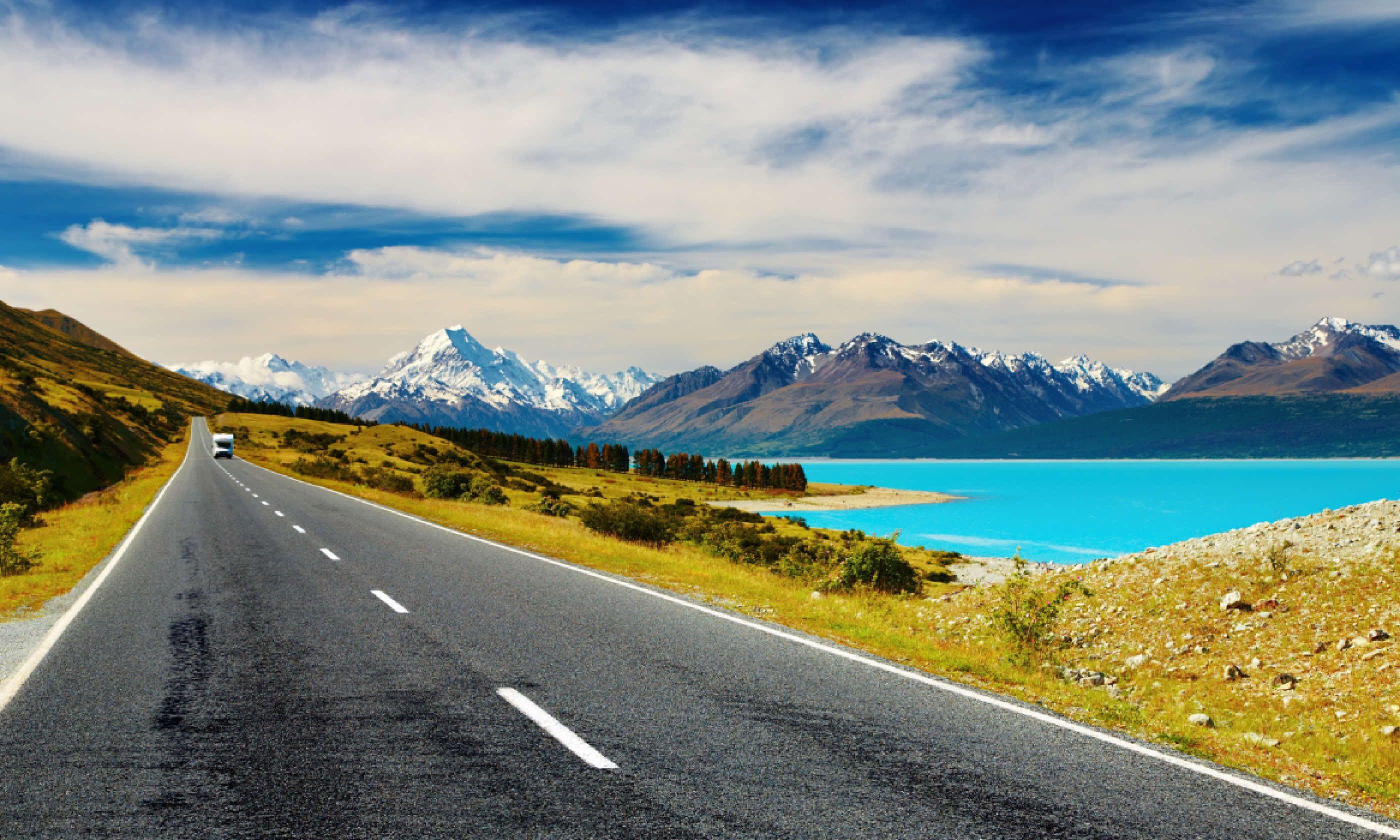 Mount Cook and Pukaki lake, New Zealand (Shutterstock)