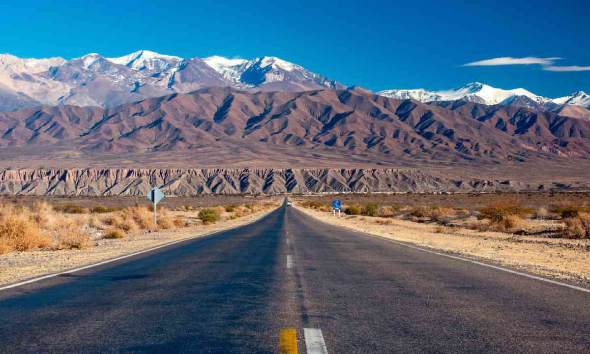 Scenic road in northern Argentina (Shutterstock)