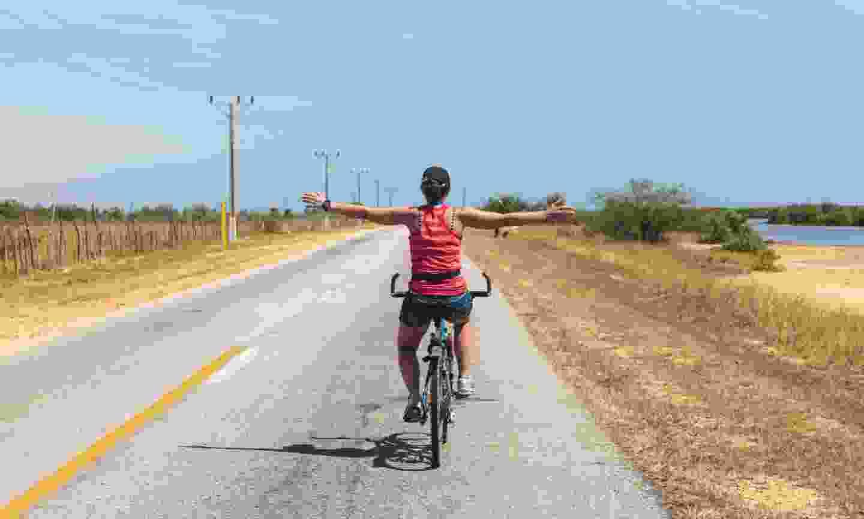Cycling in Cuba (Shutterstock)