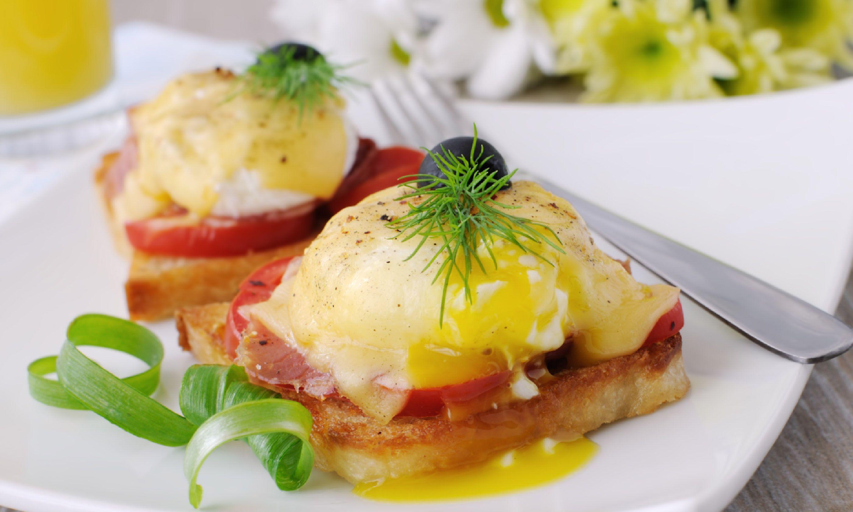 Eggs benedict (Shutterstock)