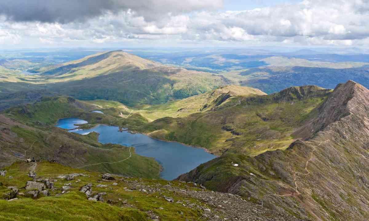 Mountain view from the Snowdon summit, Snowdonia (Shutterstock)