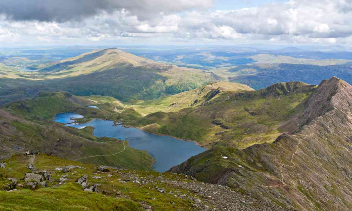 Mountain view from the Snowdon summit, Snowdonia (Shutterstock)