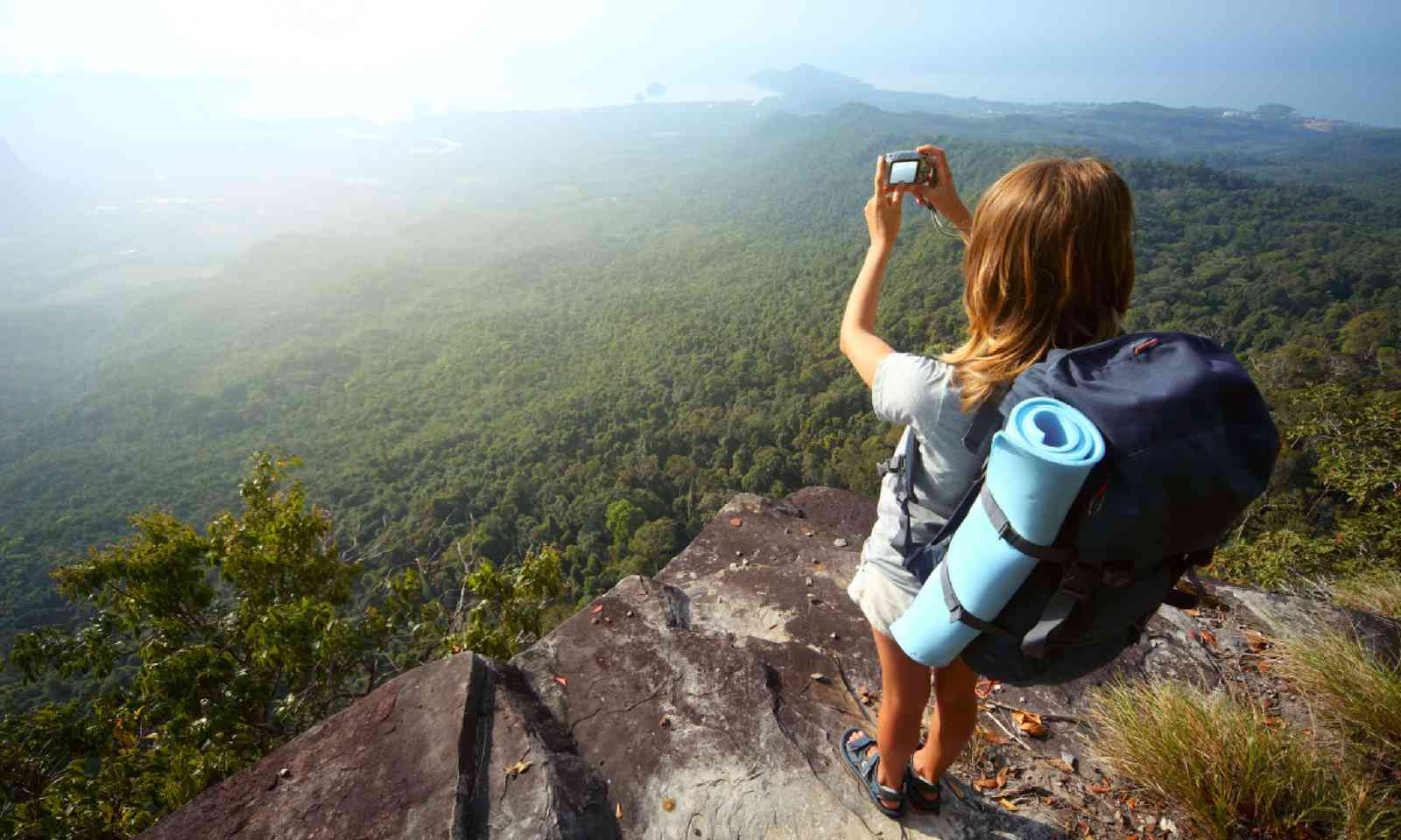 Taking photos on a cliff edge (Shutterstock)