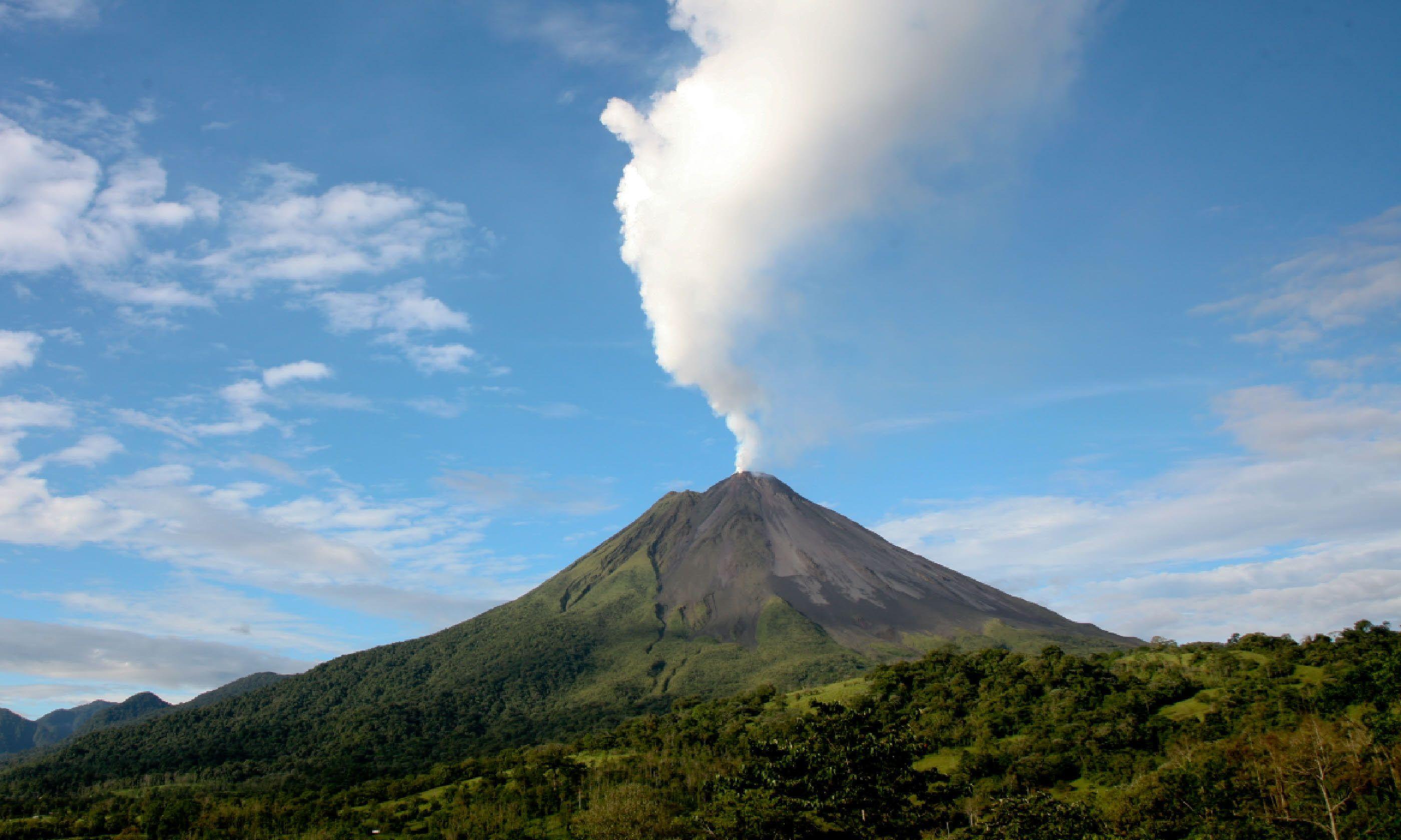 Arenal volcano in Costa Rica (Shutterstock)