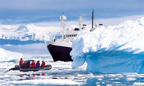 Cruising in Antarctica (Dreamstime)