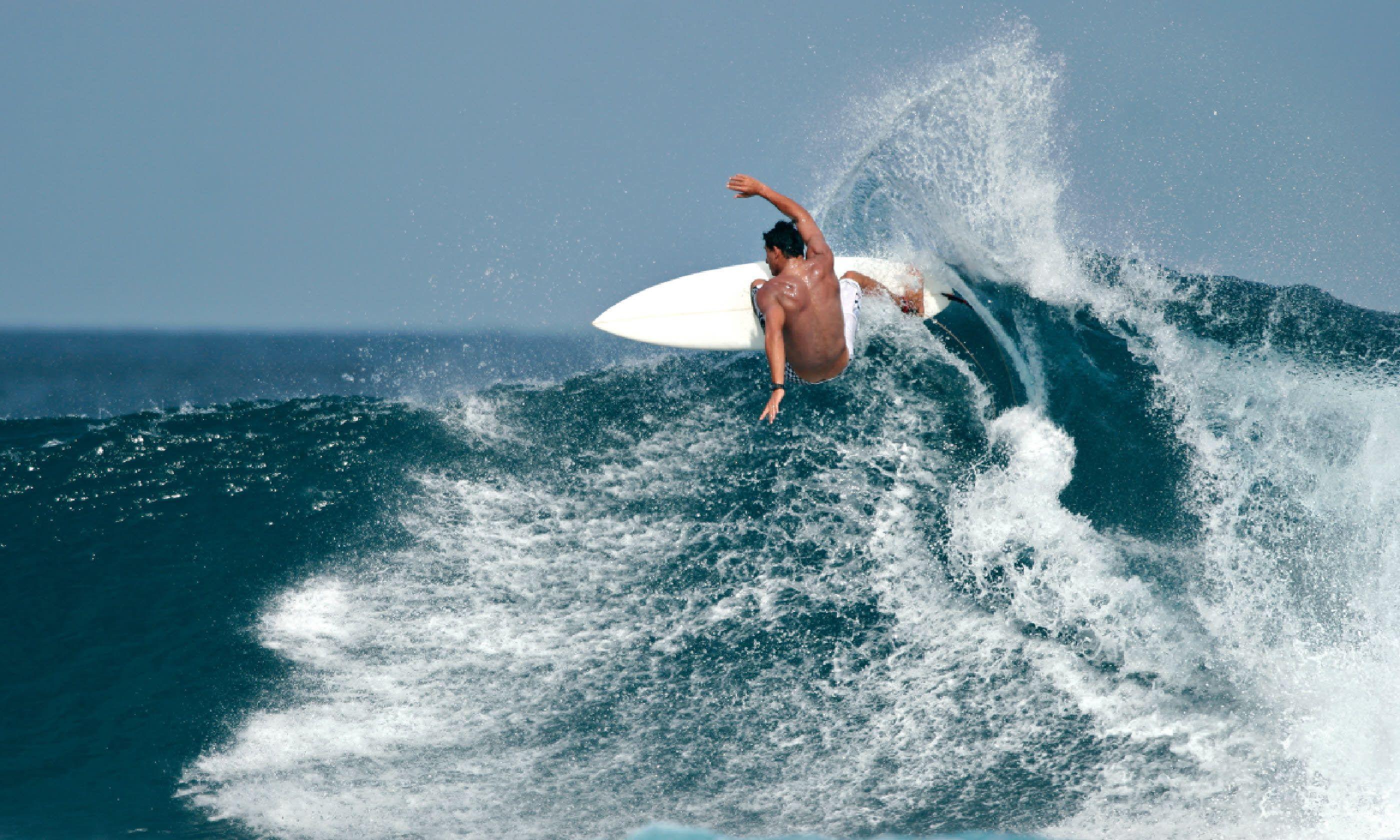 Surfer, Maldives (Shutterstock)