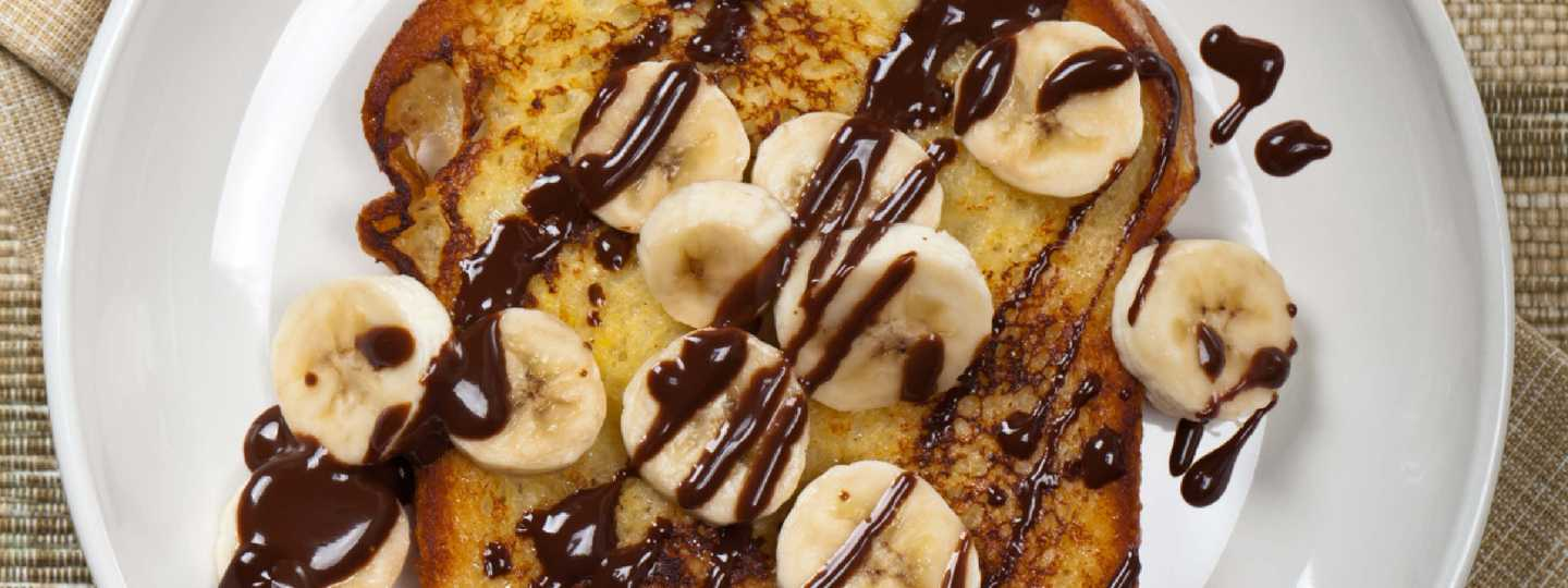 Toast with banana and chocolate (Shutterstock)