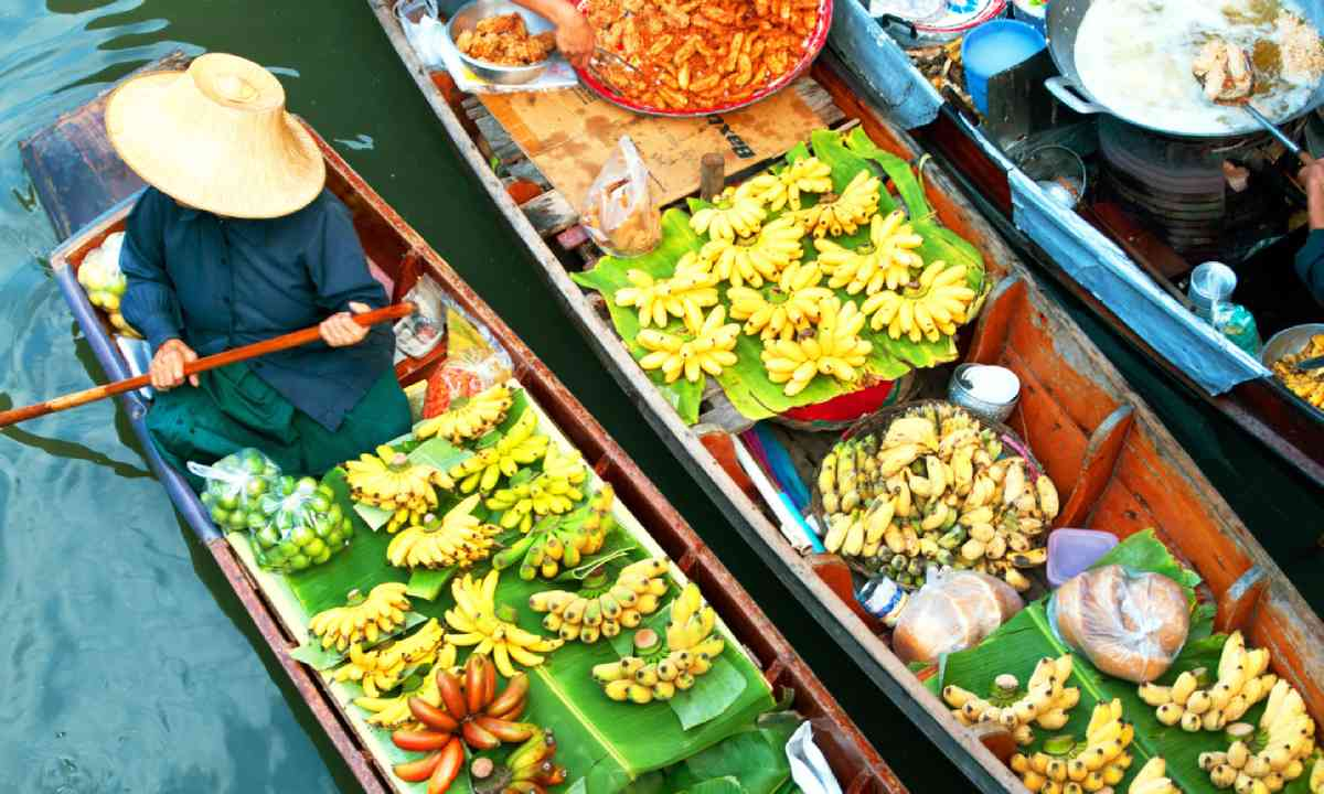 Traditional floating market, Thailand (Shutterstock)