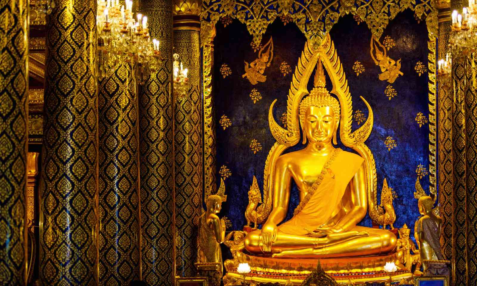 Phra Buddha Chinnarat at Phra Si Rattana Mahathat temple (Shutterstock)