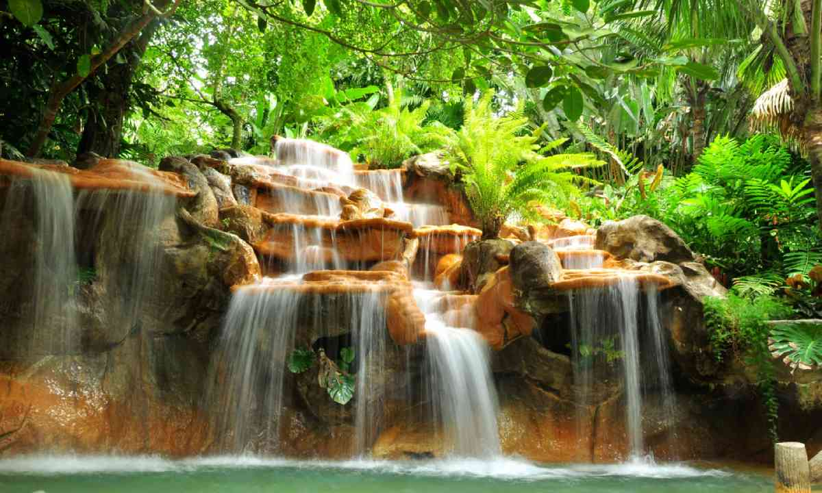 Hot springs in Costa Rica (Shutterstock)
