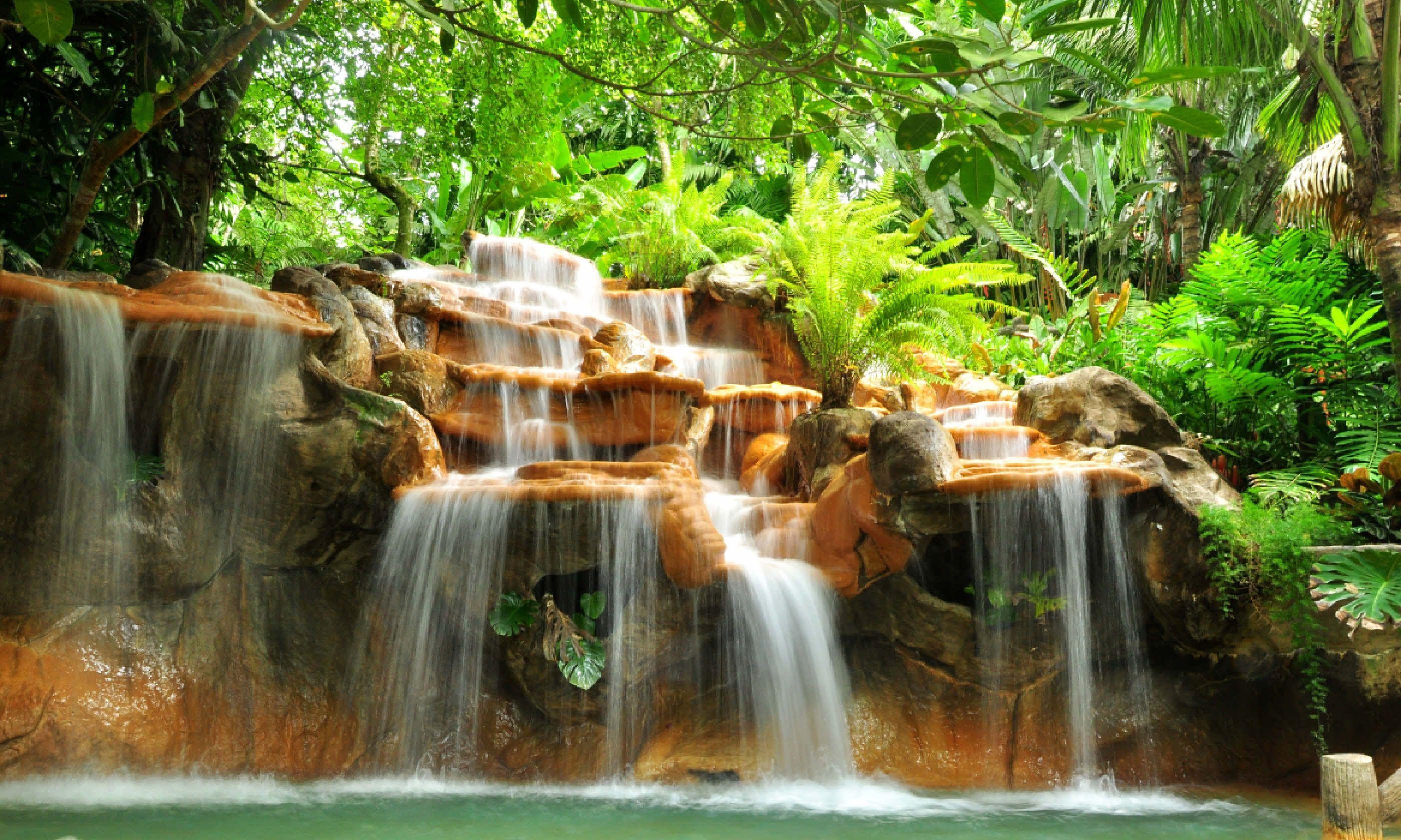 Hot springs in Costa Rica (Shutterstock)