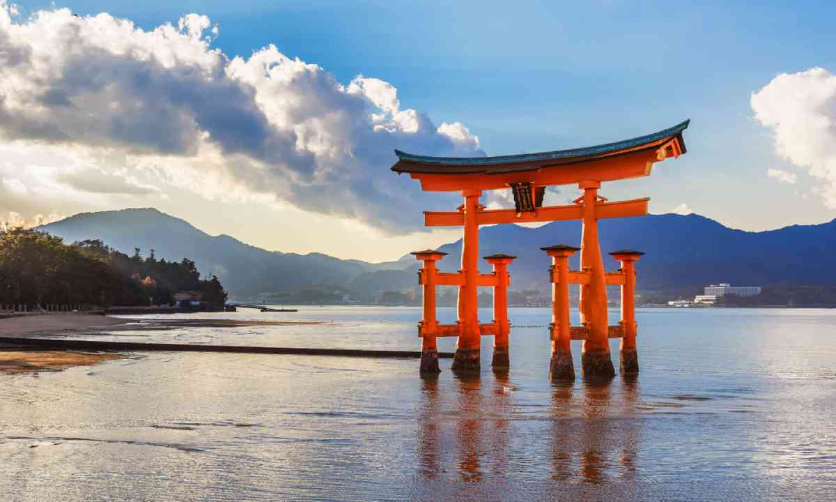 Great floating gate (O-Torii) on Miyajima island (Shutterstock)
