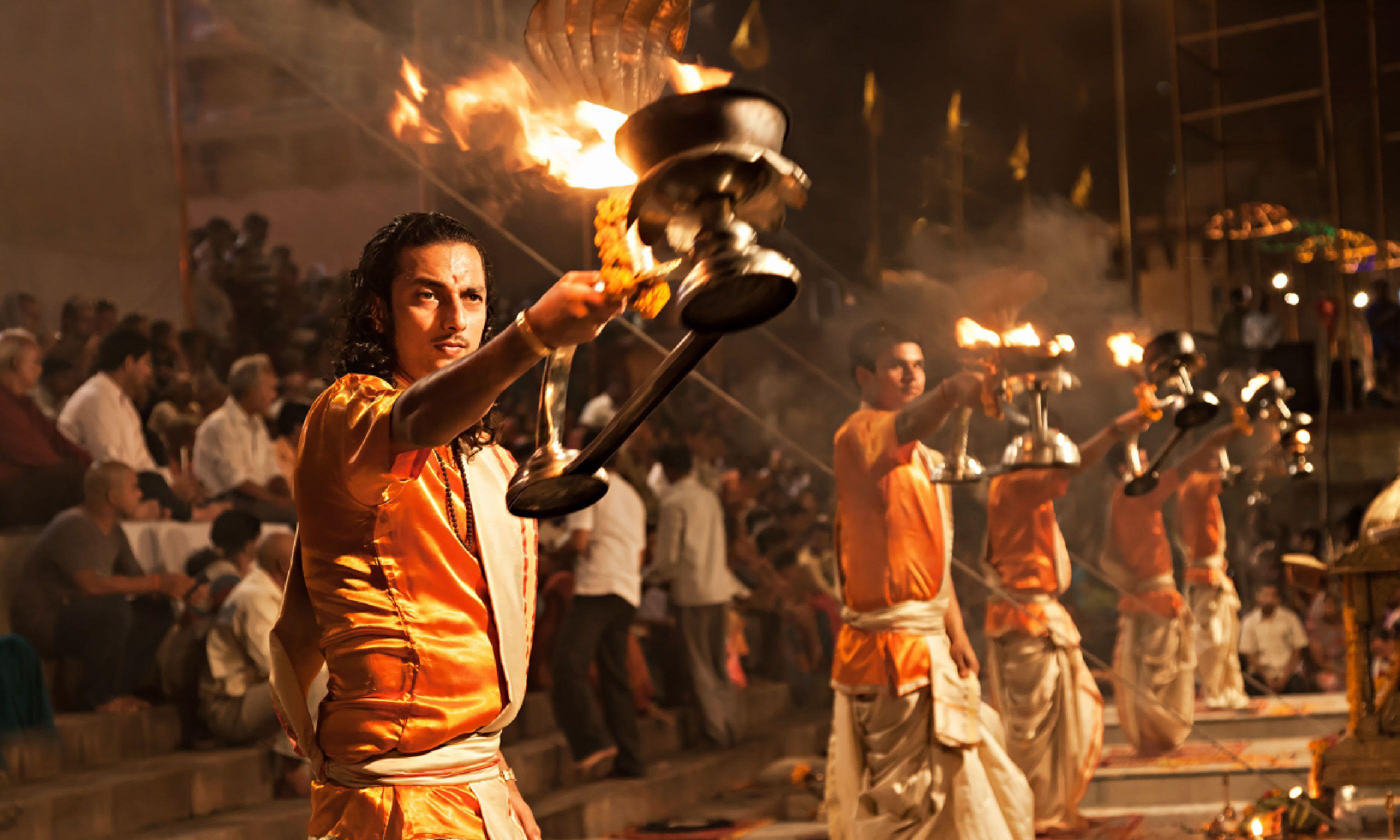 Ganga Aarti ritual (fire puja) in Varanasi (Shutterstock)