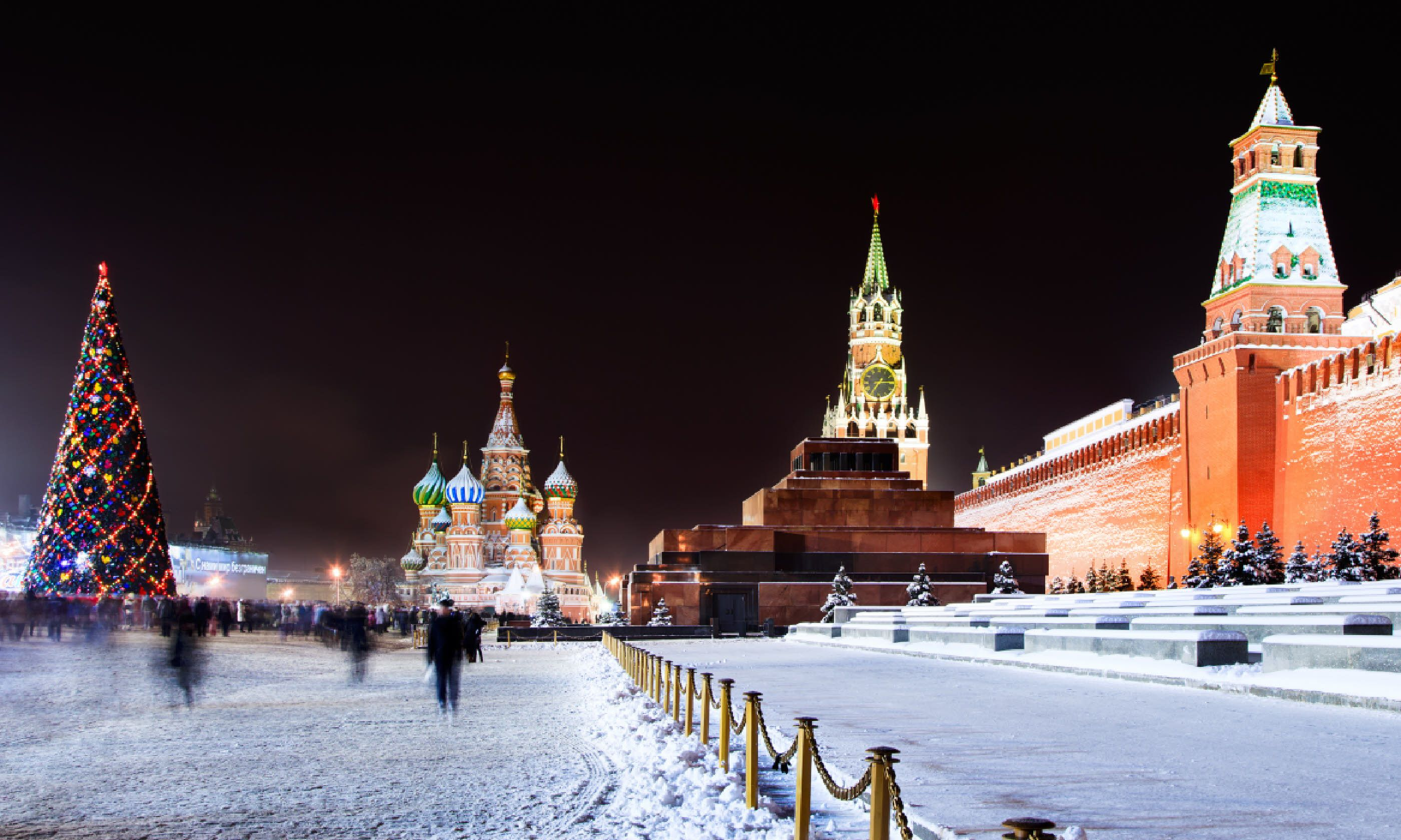 Night view of the Red Square (Shutterstock)