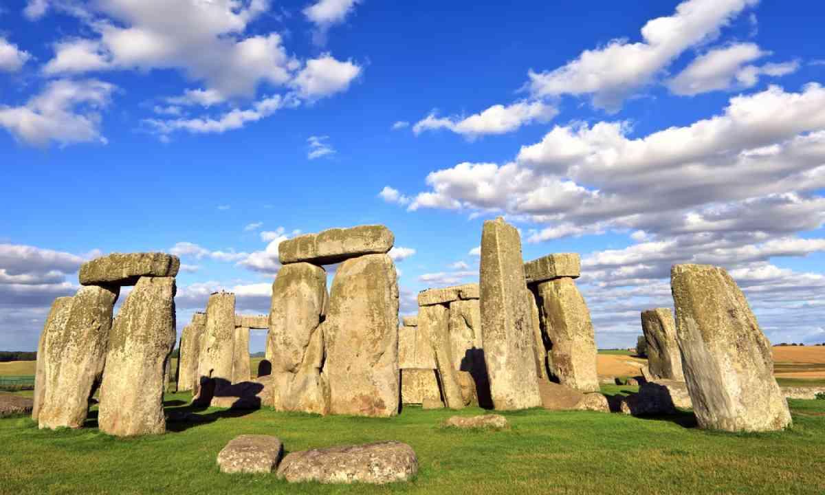 Stone Henge (Shutterstock)