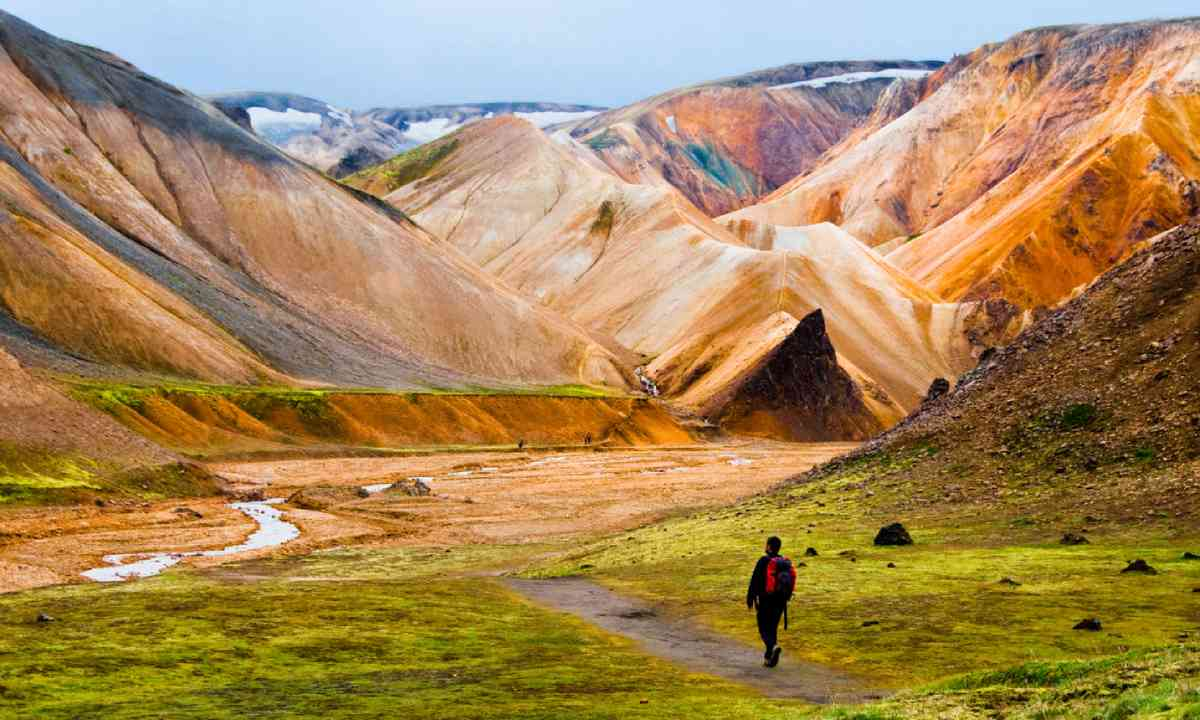Hiking at Landmannalaugar (Shutterstock)
