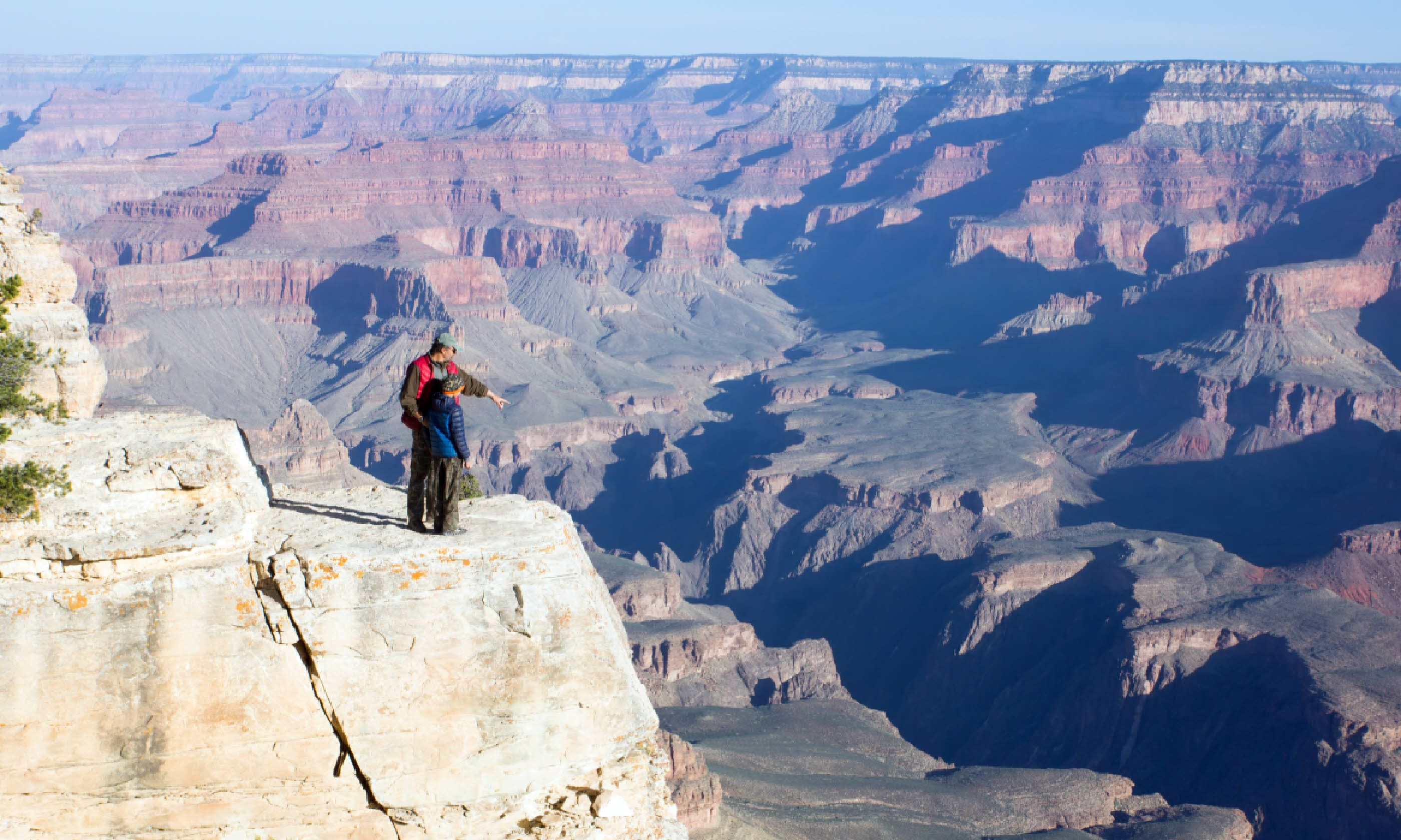 Family at the Grand Canyon (Shutterstock)